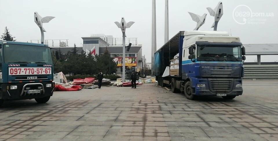 """Луна-парк приехал? В Мариуполе на площади Свободы устанавливают скандальную """"Венецианскую карусель"""", - ФОТО, фото-5"""