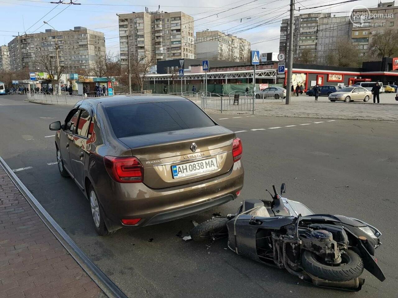 В Мариуполе скутерист врезался в легковушку, - ФОТО, фото-1