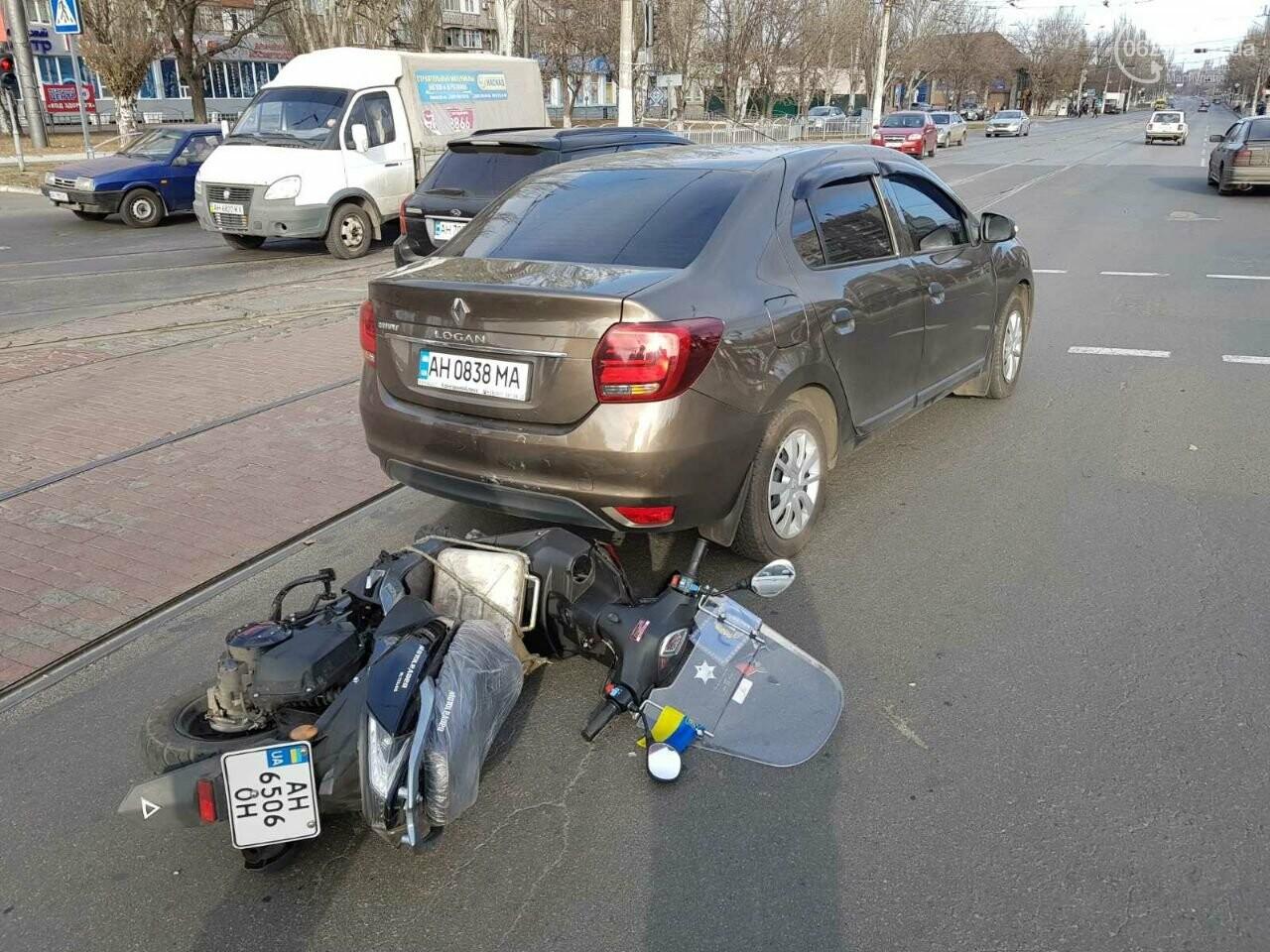 В Мариуполе скутерист врезался в легковушку, - ФОТО, фото-4