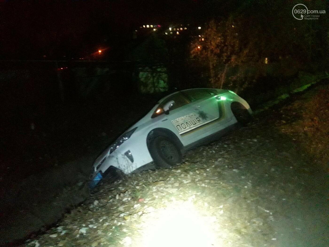 В Мариуполе полицейский автомобиль съехал в кювет,-ФОТО, фото-3