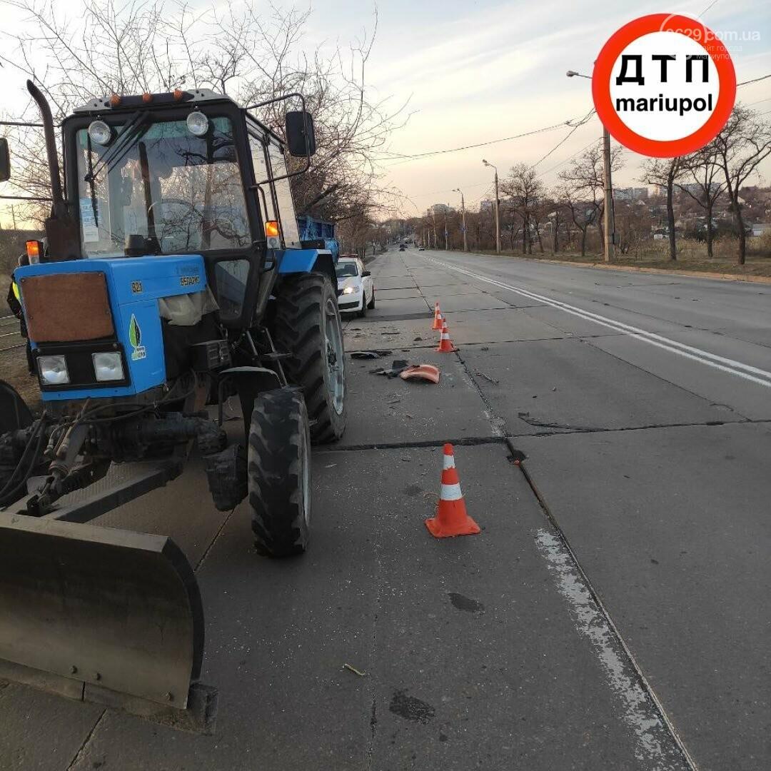Необычное ДТП. В Мариуполе грузовик врезался в трактор, - ФОТО, фото-1