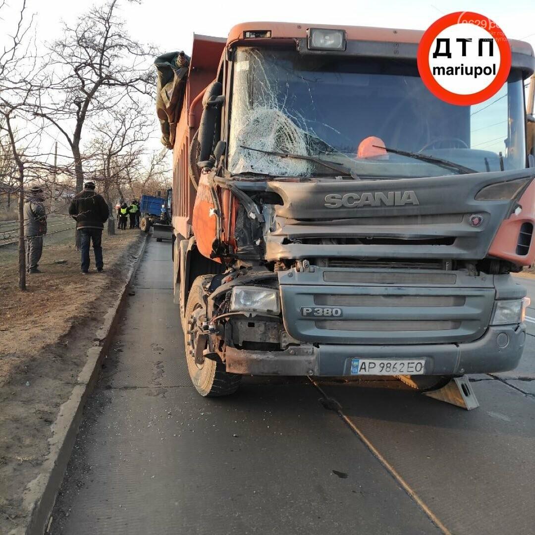 Необычное ДТП. В Мариуполе грузовик врезался в трактор, - ФОТО, фото-2