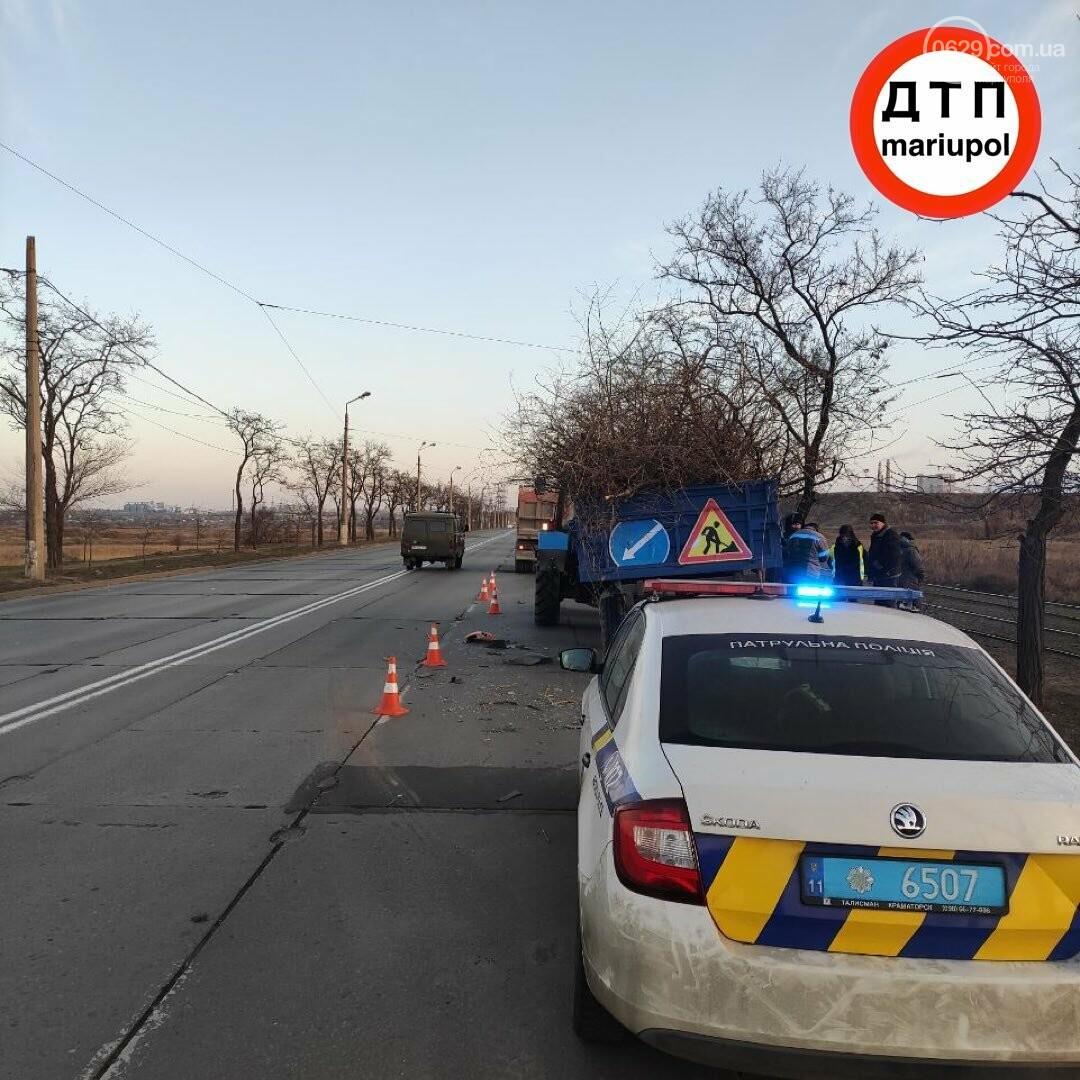 Необычное ДТП. В Мариуполе грузовик врезался в трактор, - ФОТО, фото-3