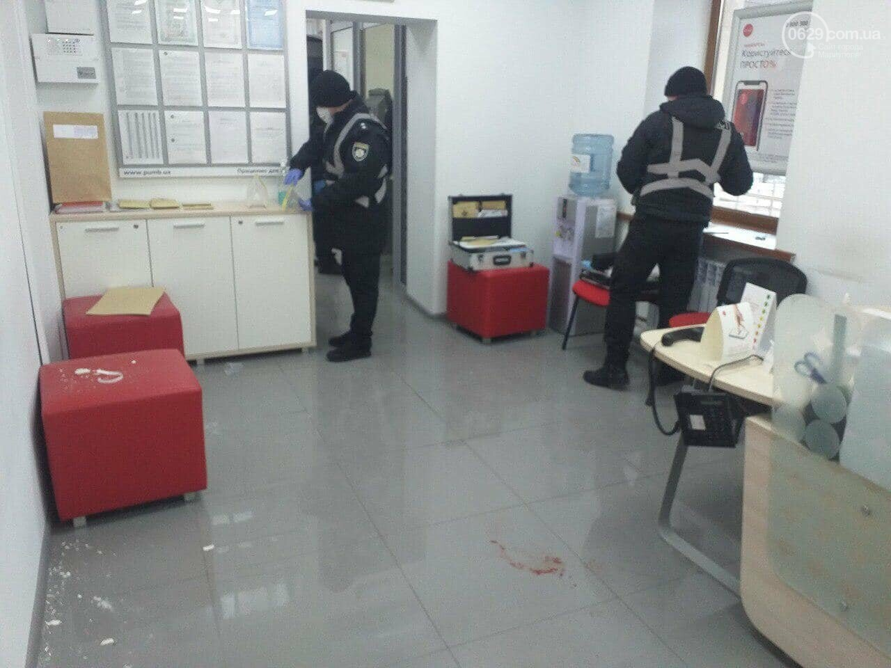 Захват заложников! В Мариуполе мужчина угрожал взорвать сотрудников банка, - Дополнено, ФОТО, ВИДЕО, фото-4