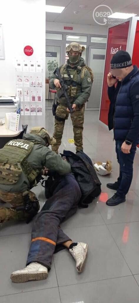 Захват заложников! В Мариуполе мужчина угрожал взорвать сотрудников банка, - Дополнено, ФОТО, ВИДЕО, фото-1
