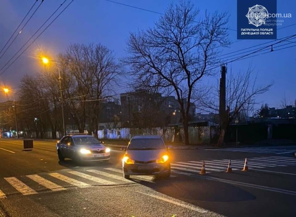 В Мариуполе на пешеходном переходе автомобиль сбил женщину, - ФОТО, фото-1