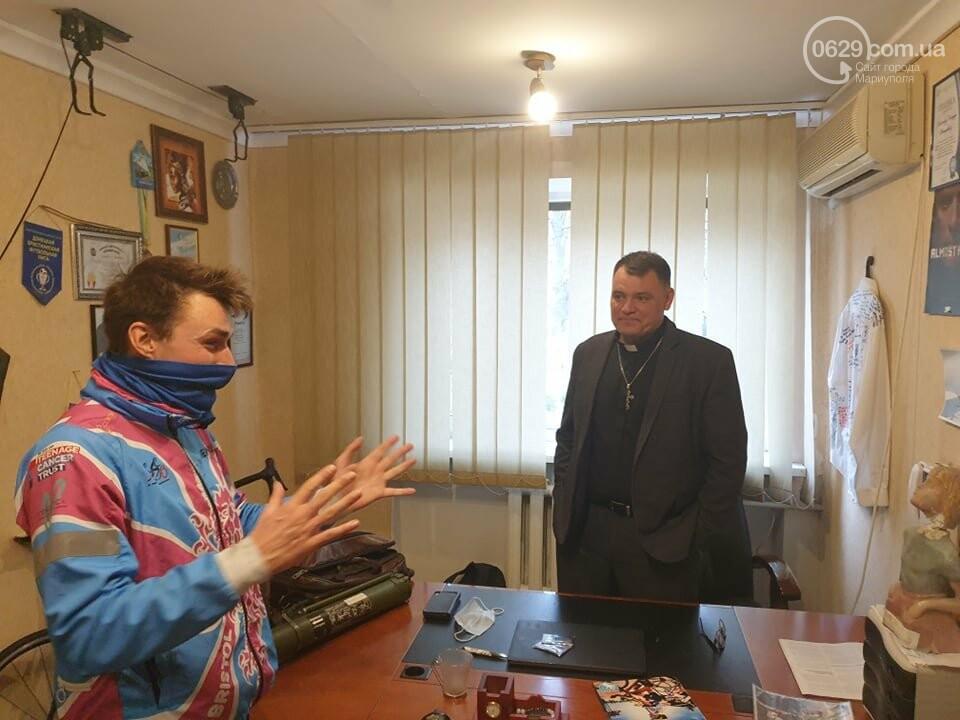 Бристоль - Пекин. В Мариуполь на тандеме приехал британец, заболевший раком, - ФОТО, фото-2