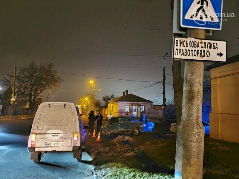 В Мариуполе молодой водитель ВАЗ протаранил дорожный знак и попал в больницу, - ФОТО, фото-3