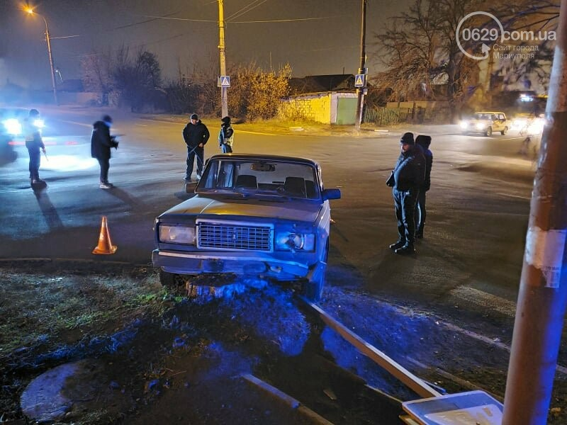 В Мариуполе молодой водитель ВАЗ протаранил дорожный знак и попал в больницу, - ФОТО, фото-4