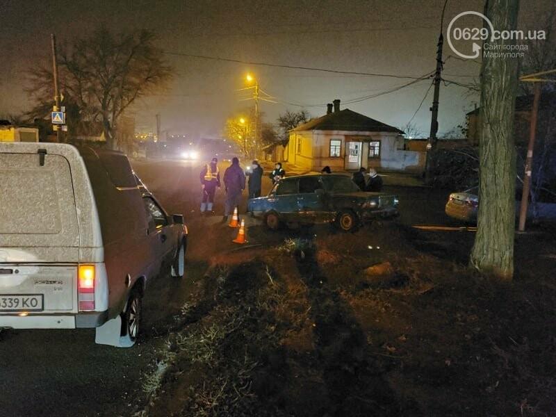 В Мариуполе молодой водитель ВАЗ протаранил дорожный знак и попал в больницу, - ФОТО, фото-2