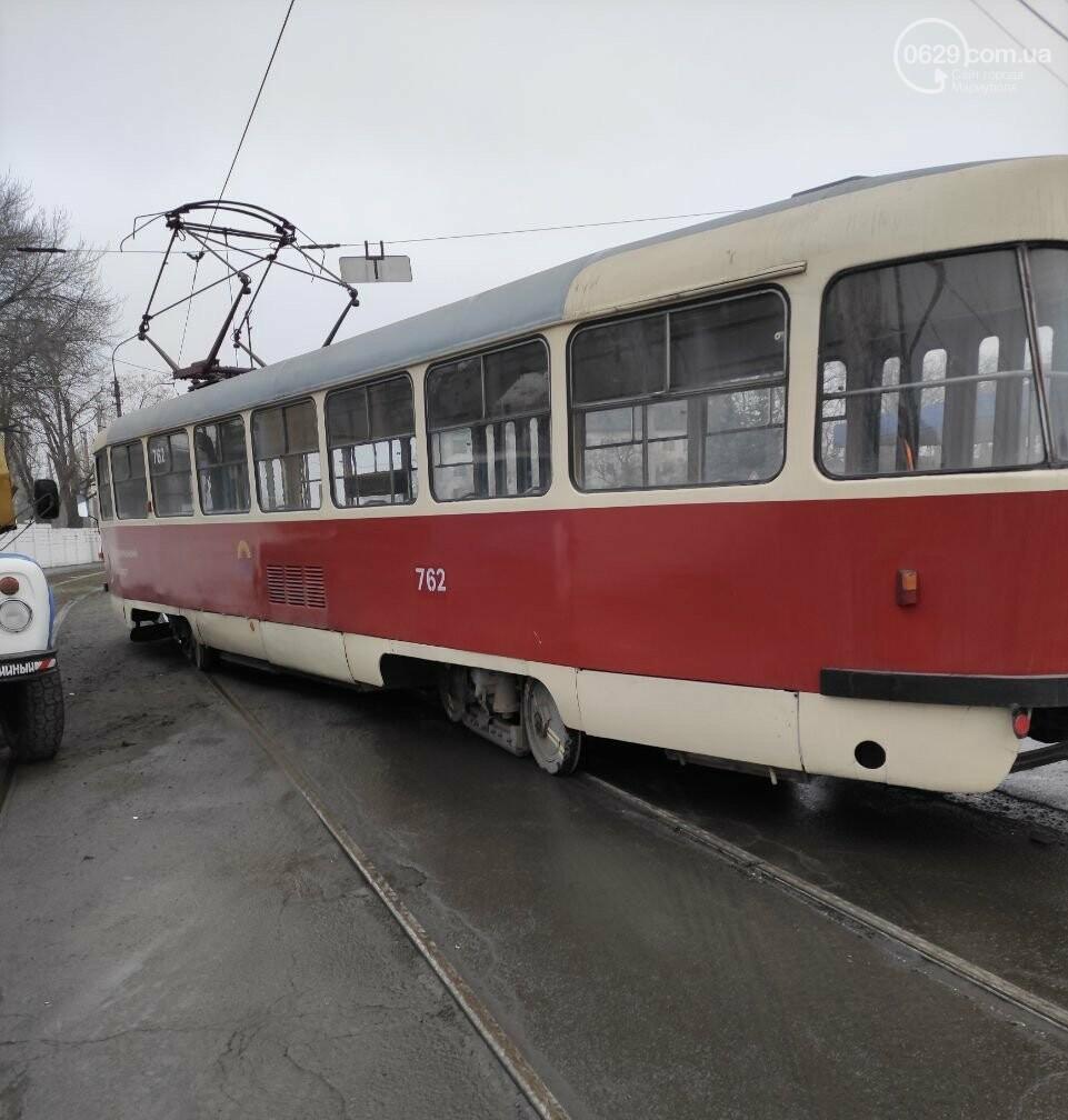 На Левобережье Мариуполя трамвай сошел с рельсов, - ФОТО, фото-1