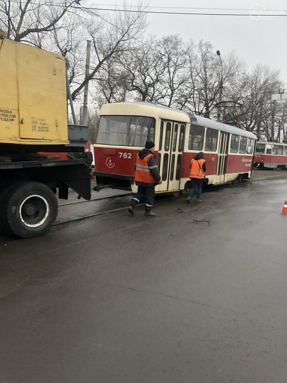 На Левобережье Мариуполя трамвай сошел с рельсов, - ФОТО, фото-4