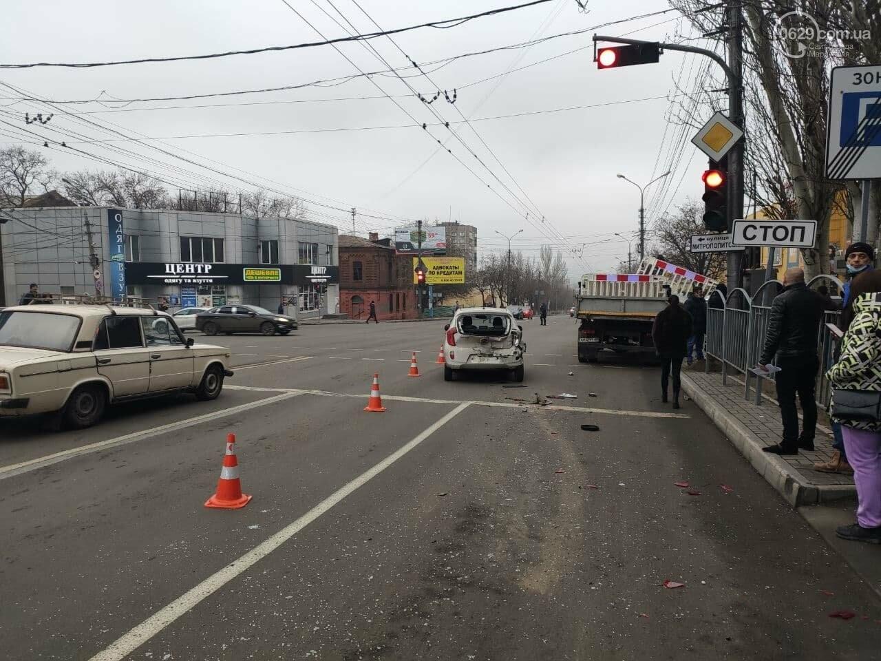 В Мариуполе на центральном проспекте сразу четыре авто попали в аварию, - ФОТО, фото-4