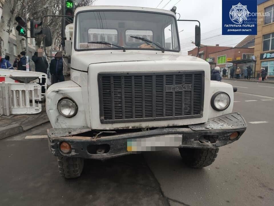 В Мариуполе на центральном проспекте сразу четыре авто попали в аварию, - ФОТО, фото-2