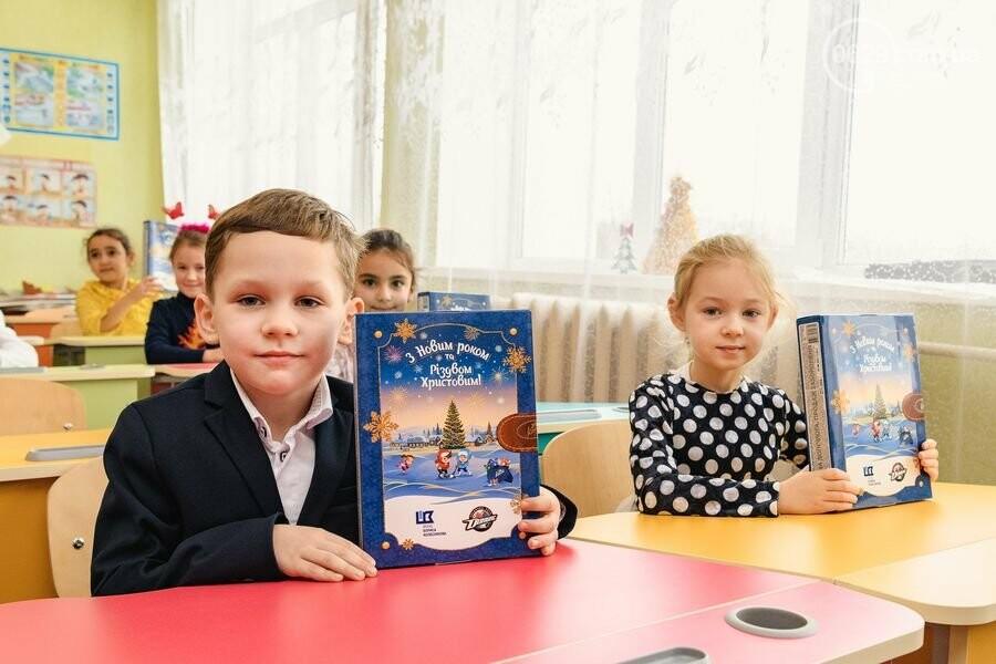 Как Фонд Бориса Колесникова и ХК «Донбасс» поздравили 62 000 детей Донетчины с Днем Николая: яркие ФОТО, фото-6