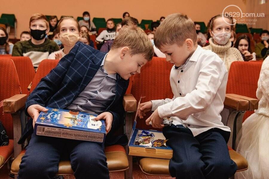 Как Фонд Бориса Колесникова и ХК «Донбасс» поздравили 62 000 детей Донетчины с Днем Николая: яркие ФОТО, фото-10