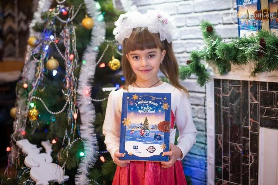 Как Фонд Бориса Колесникова и ХК «Донбасс» поздравили 62 000 детей Донетчины с Днем Николая: яркие ФОТО, фото-18