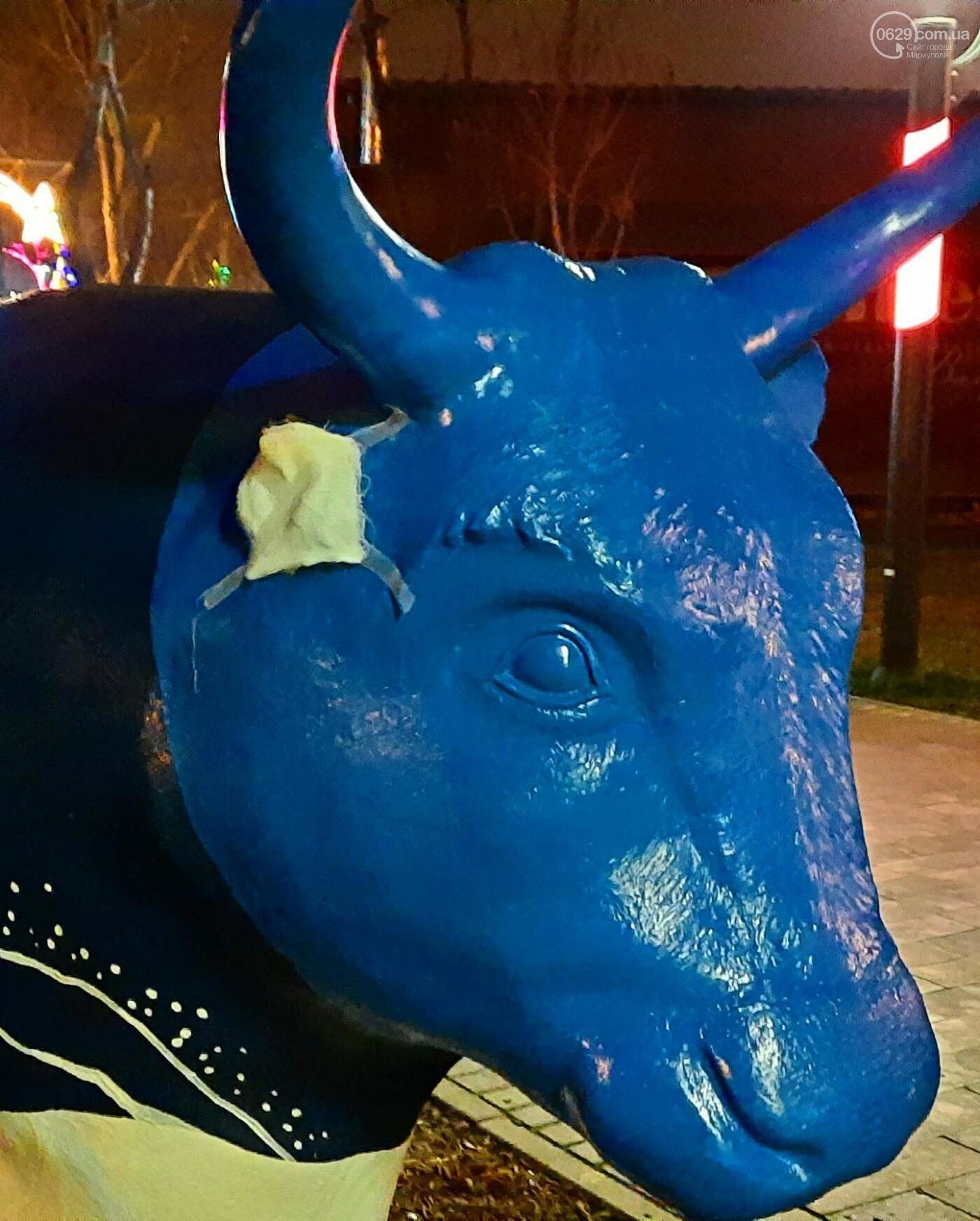 В Мариуполе вандалы изуродовали символы Нового года, - ФОТО, фото-1