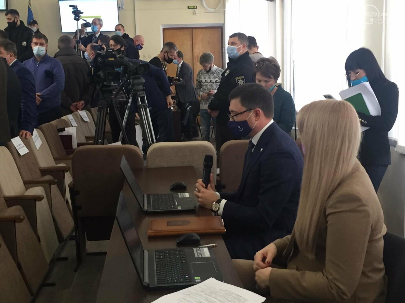 Драка в сессионном зале Мариуполя. Бойченко призвал правоохранителей и объявил перерыв, - СТРИМ, ФОТО, фото-1