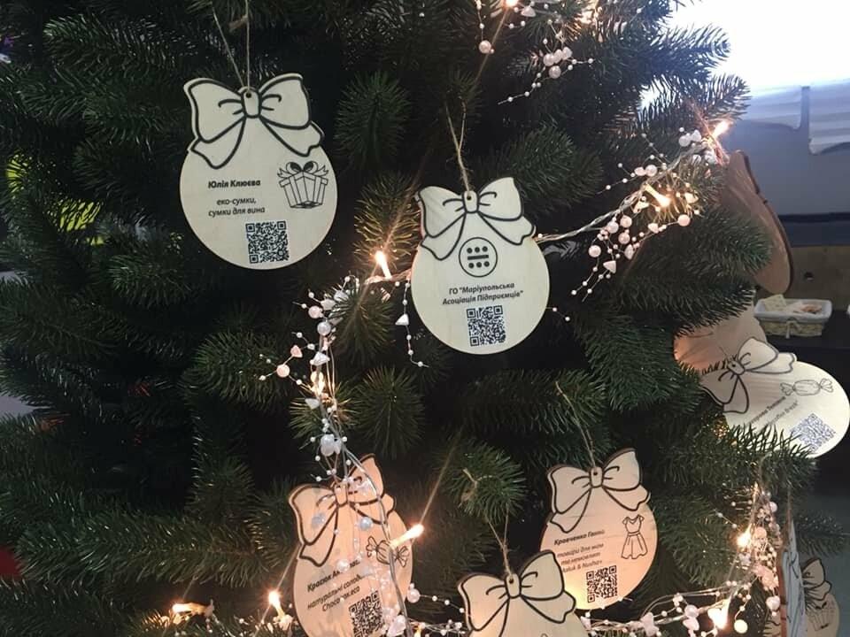 В Мариуполе начали продавать товары прямо с  новогодней елки,- ФОТО, фото-4