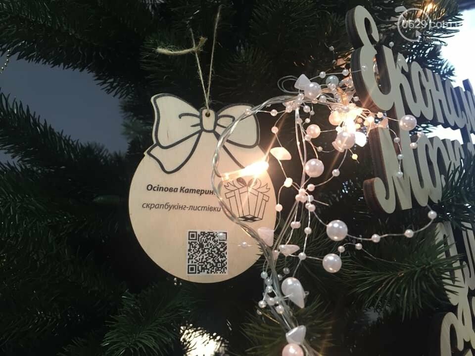 В Мариуполе начали продавать товары прямо с  новогодней елки,- ФОТО, фото-2