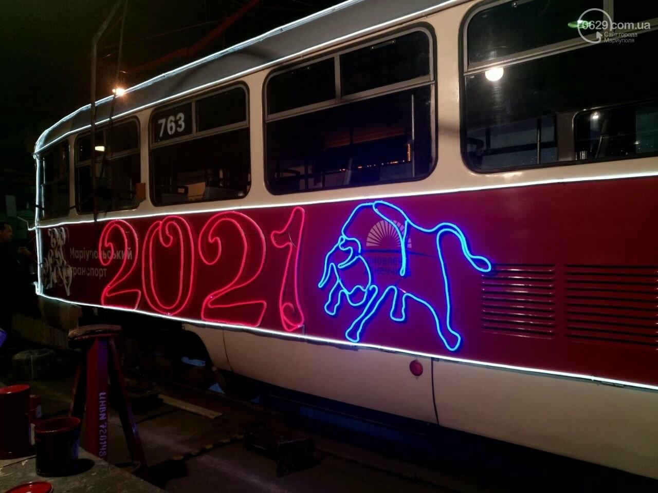 Трамвай желаний. В Мариуполе курсируют уникальные вагоны, - ФОТО, ВИДЕО, фото-11