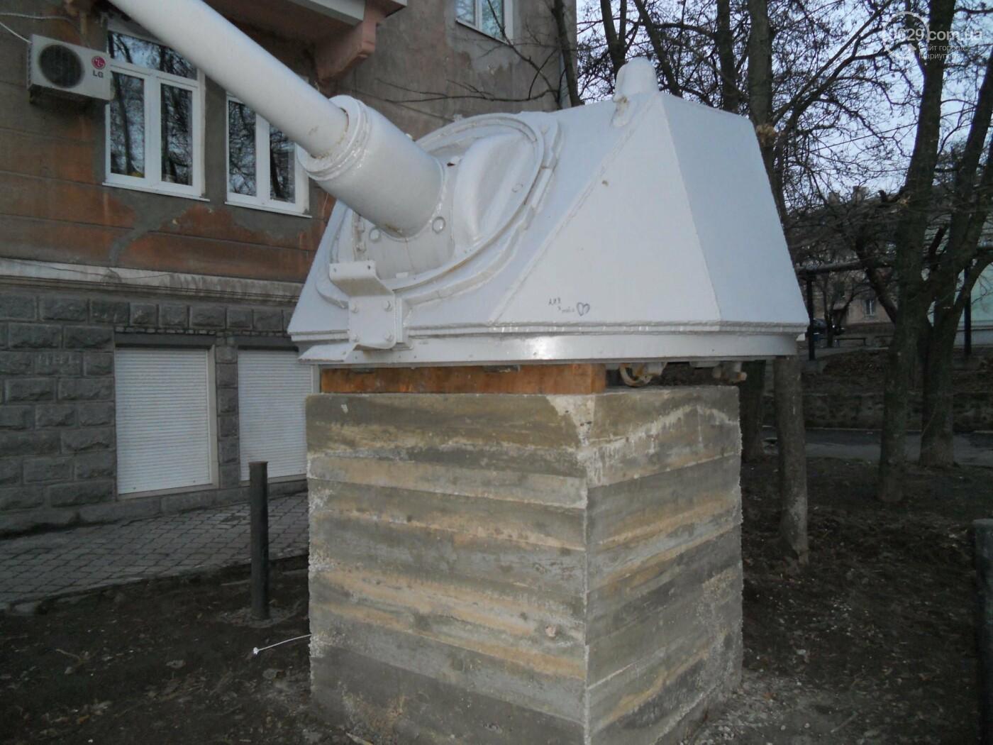 Пушка сменила место дислокации. В Мариуполе спасли мемориал времен Второй мировой войны , - ФОТО, фото-3