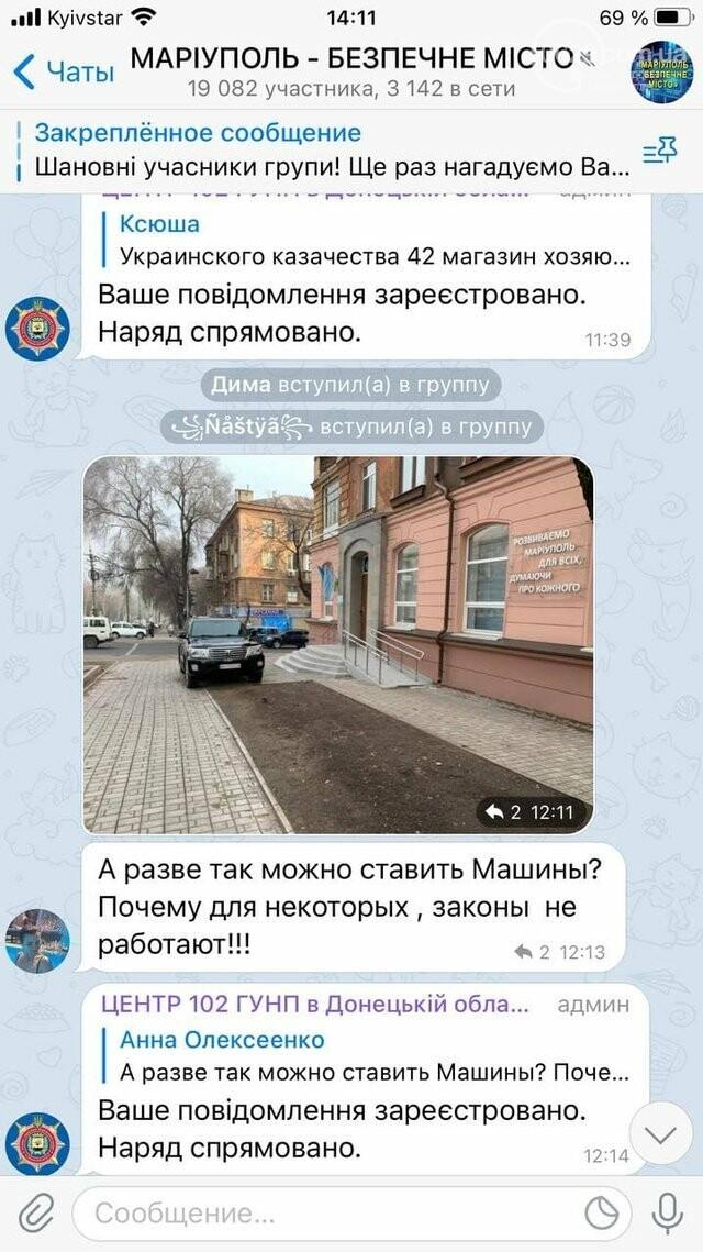 В Мариуполе депутатский внедорожник перегородил тротуар, - ФОТО, фото-1
