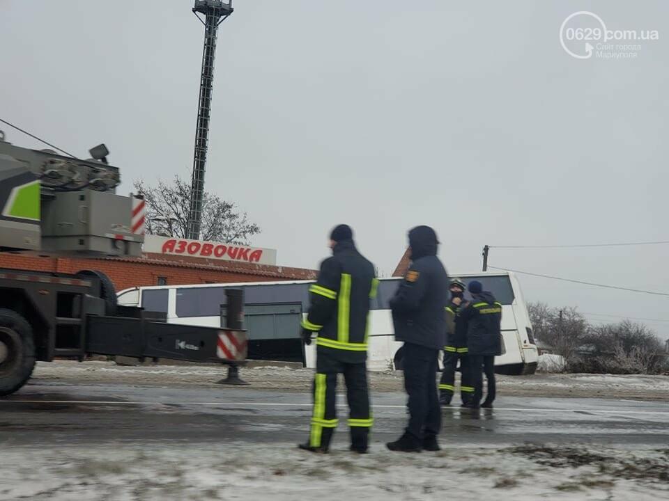 Под Мариуполем перевернулся пассажирский автобус, - ФОТО, фото-5