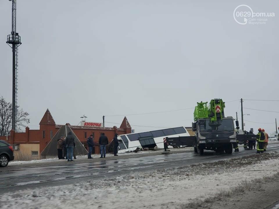 Под Мариуполем перевернулся пассажирский автобус, - ФОТО, фото-6