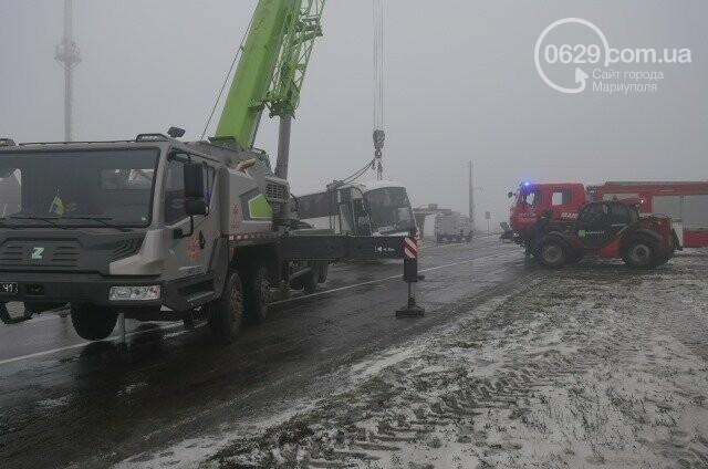 Под Мариуполем перевернулся пассажирский автобус, - ФОТО, фото-2
