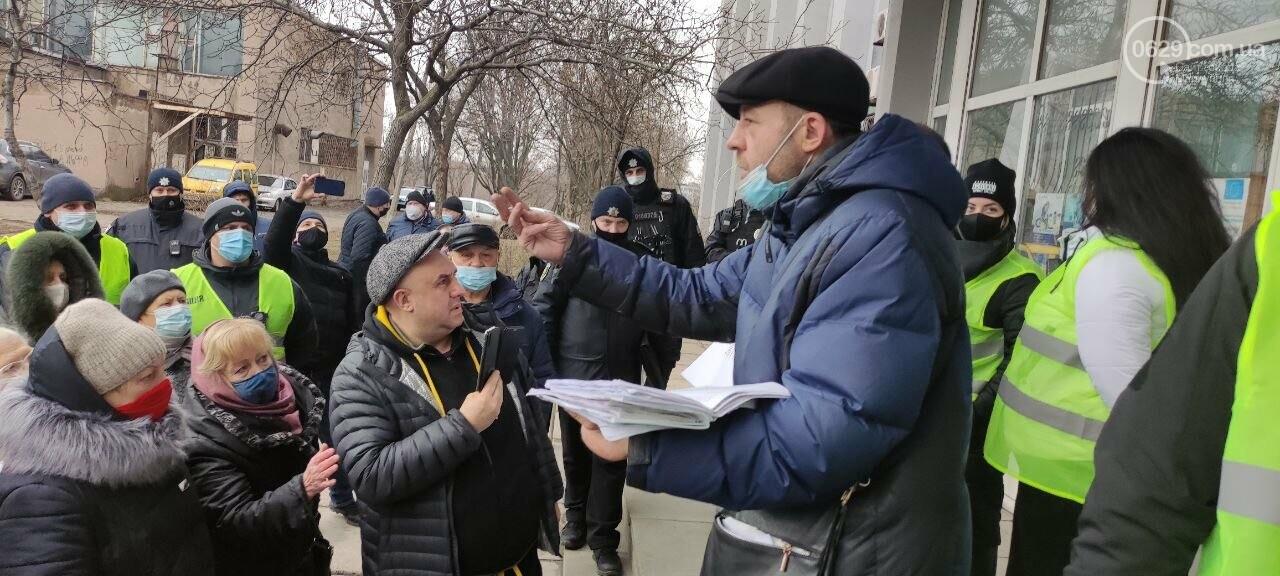 Тарифный митинг. Активистов не пустили на сессию Мариупольского горсовета, - ФОТОРЕПОРТАЖ, ВИДЕО, фото-14