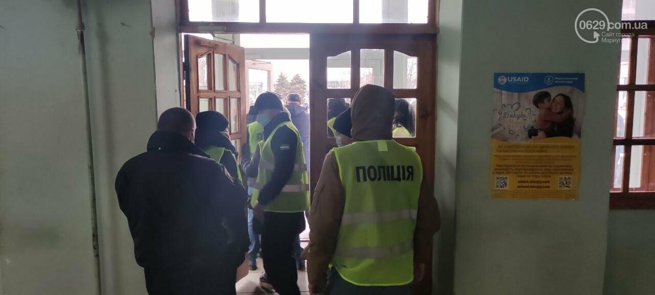 Тарифный митинг. Активистов не пустили на сессию Мариупольского горсовета, - ФОТОРЕПОРТАЖ, ВИДЕО, фото-15