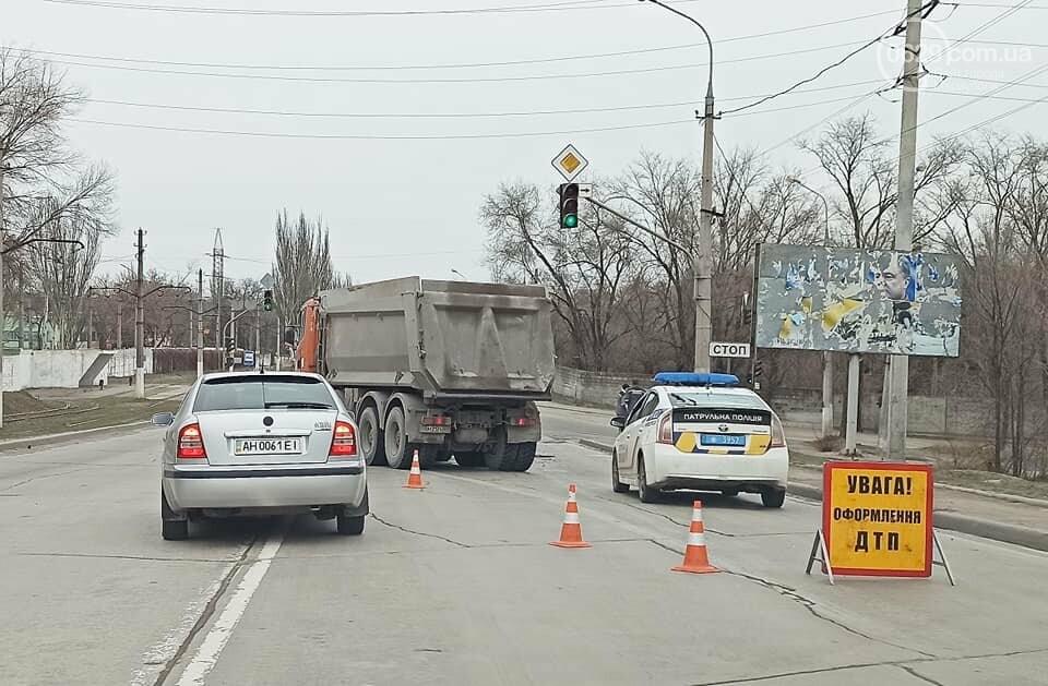 На выезде из Мариуполя  в аварию попали  два длинномера, - ФОТО, фото-1