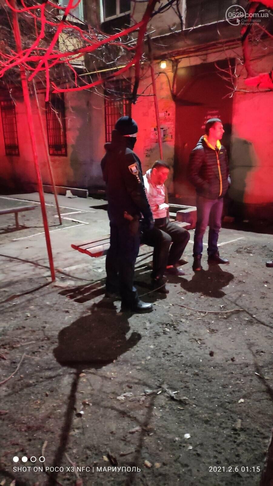 В Мариуполе местный житель напал на полицейского,-ФОТО, фото-1