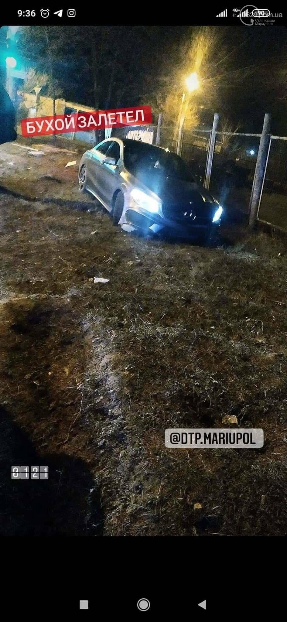 """В Мариуполе пьяный водитель на новом """"Мерседесе"""" снес дорожный знак, - ФОТО, фото-2"""