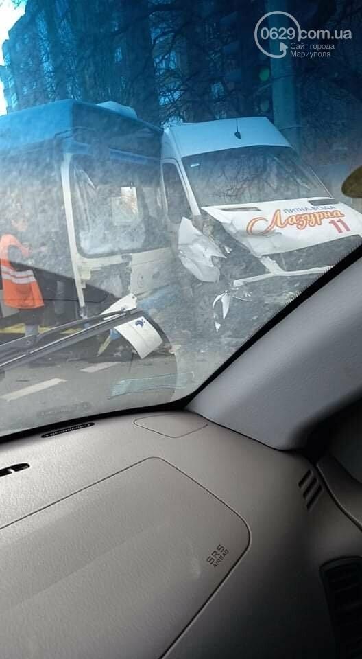 В Мариуполе троллейбус столкнулся с микроавтобусом  с водой,-ФОТО, фото-3