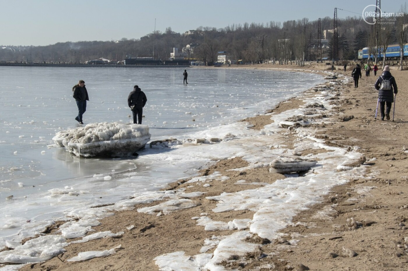 Встать в центр моря и не утонуть. 20 фотографий зимнего Азова в Мариуполе, - ФОТОРЕПОРТАЖ, фото-15