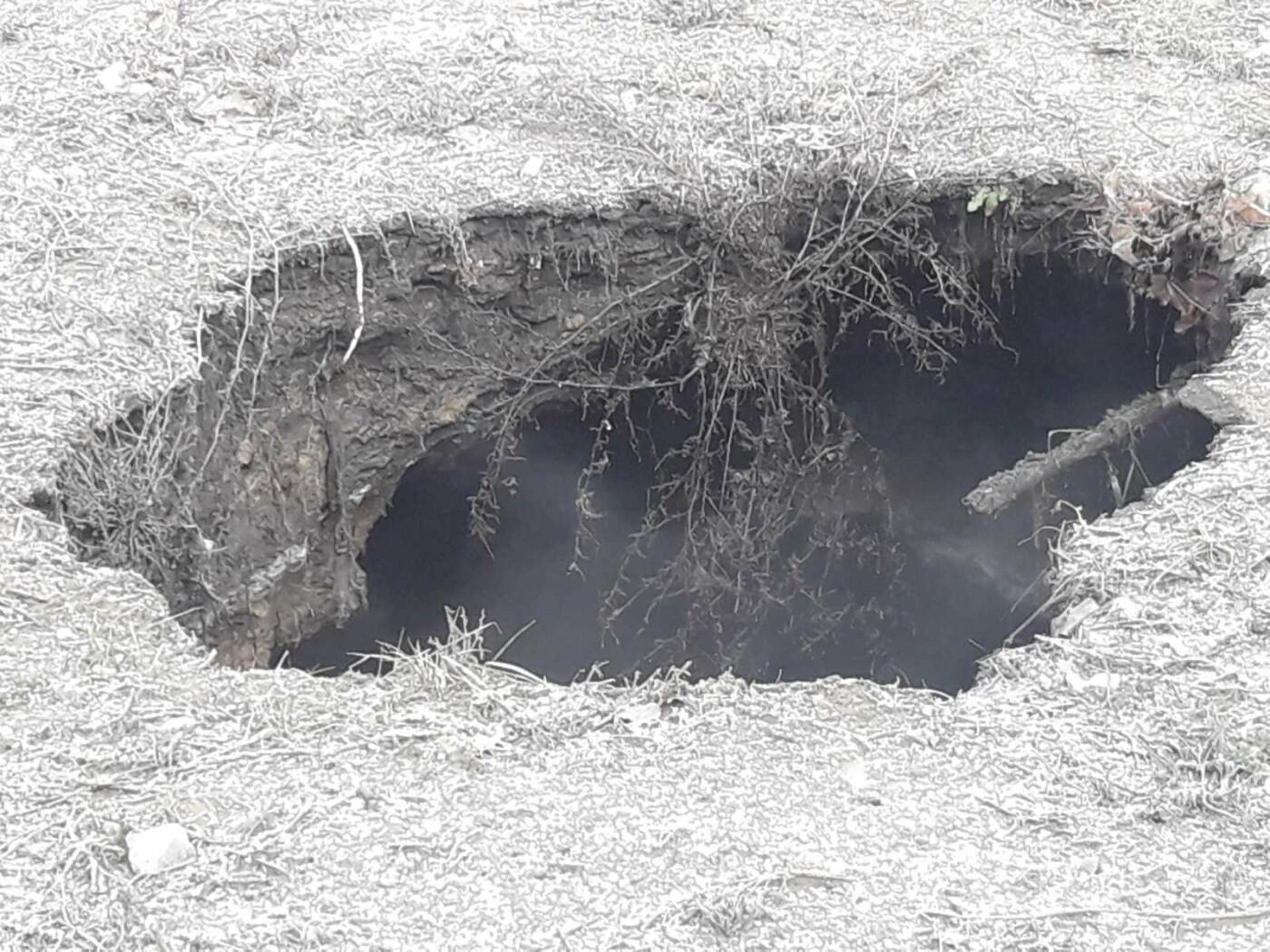 Регулярно раз в год. В Мариуполе на Митрополитской снова масштабная авария на канализационном коллекторе, фото-6