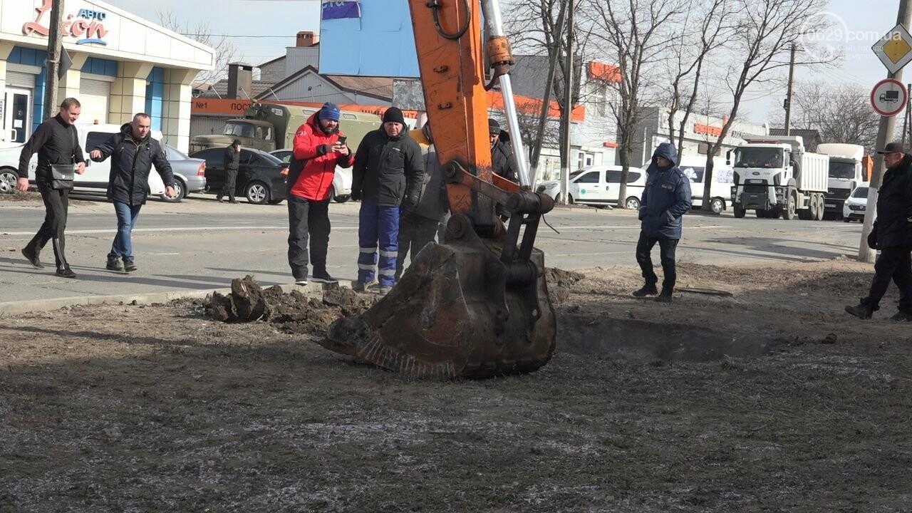 Регулярно раз в год. В Мариуполе на Митрополитской снова масштабная авария на канализационном коллекторе, фото-24