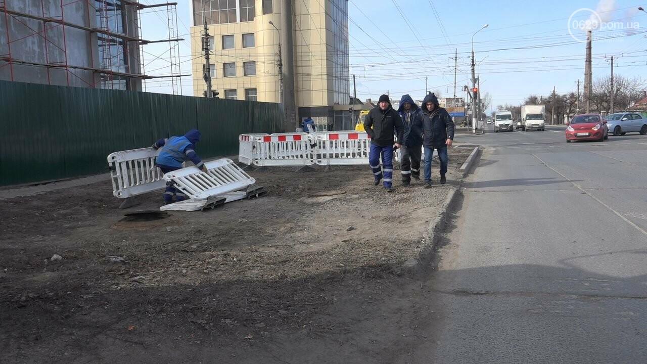Регулярно раз в год. В Мариуполе на Митрополитской снова масштабная авария на канализационном коллекторе, фото-13