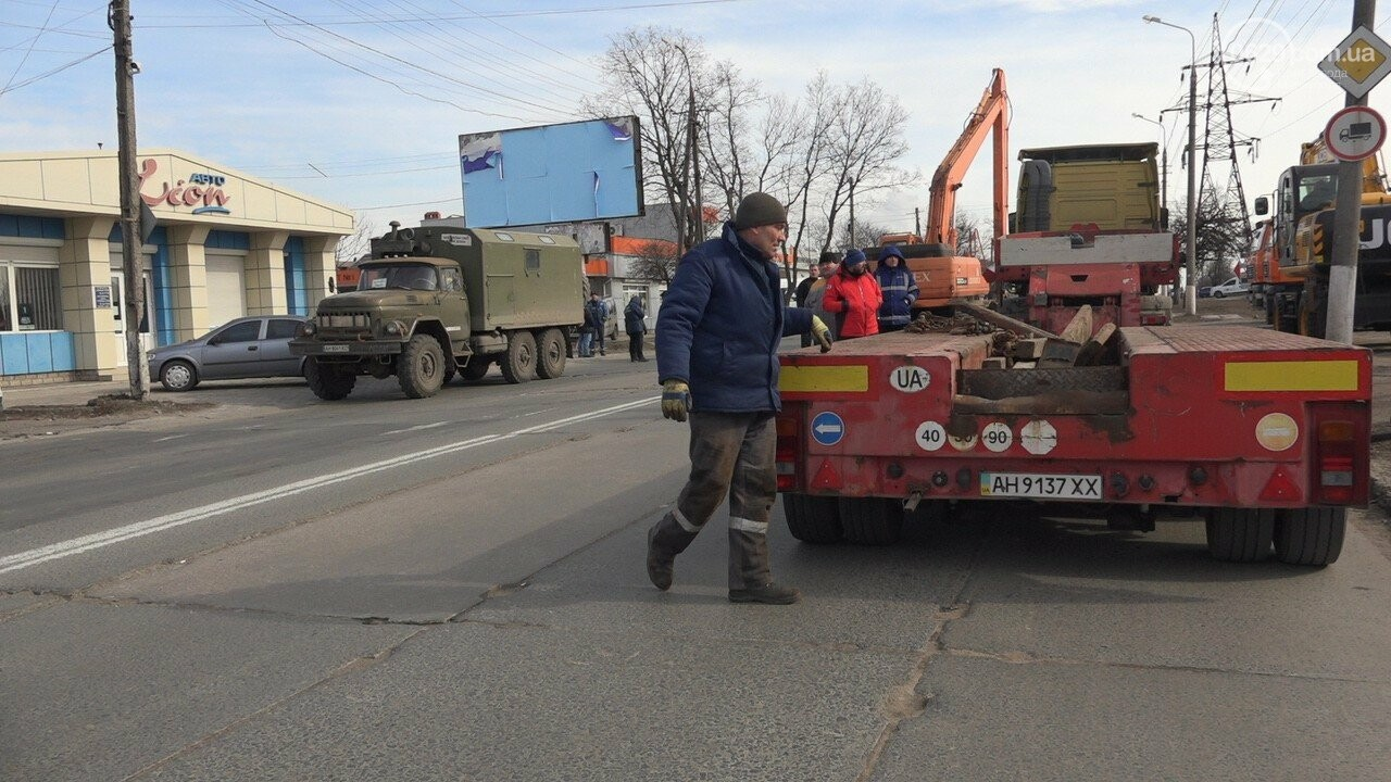 Регулярно раз в год. В Мариуполе на Митрополитской снова масштабная авария на канализационном коллекторе, фото-17