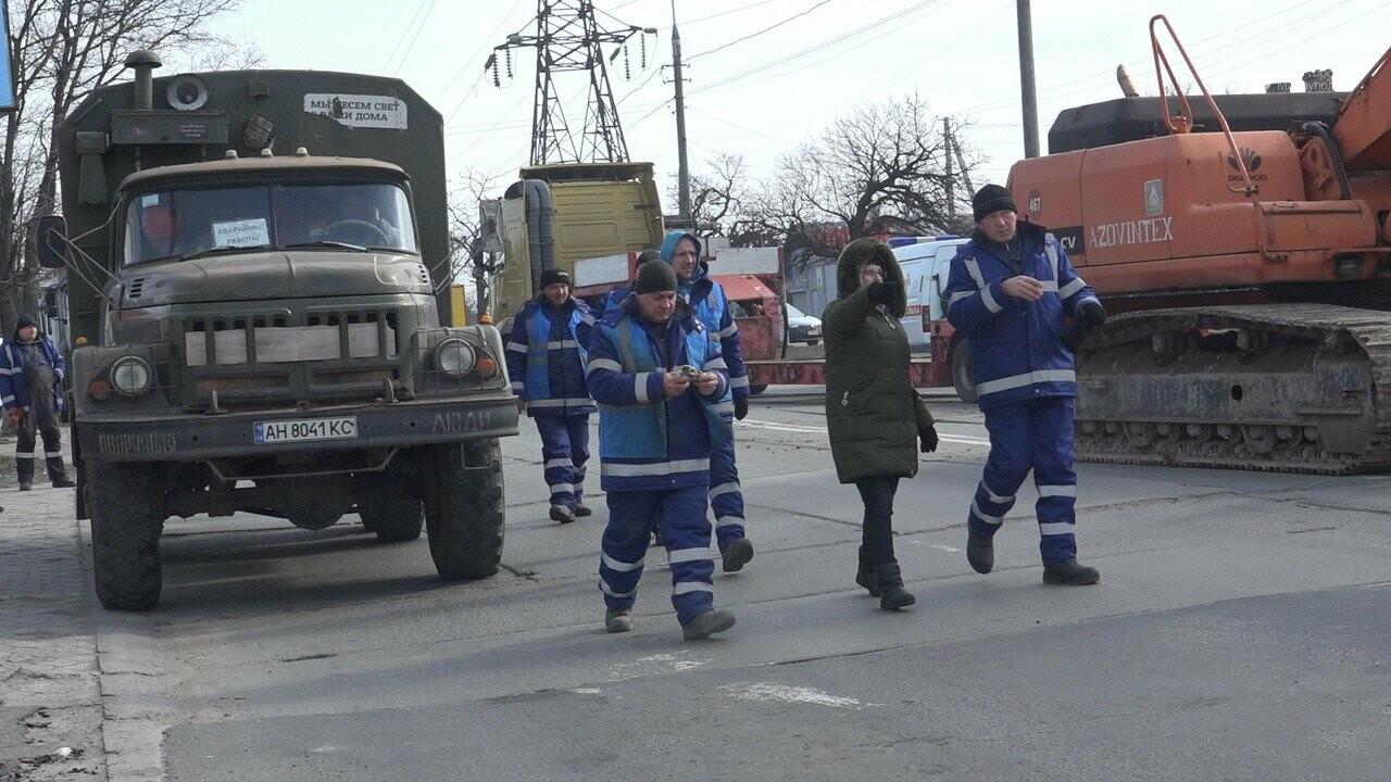 Регулярно раз в год. В Мариуполе на Митрополитской снова масштабная авария на канализационном коллекторе, фото-16