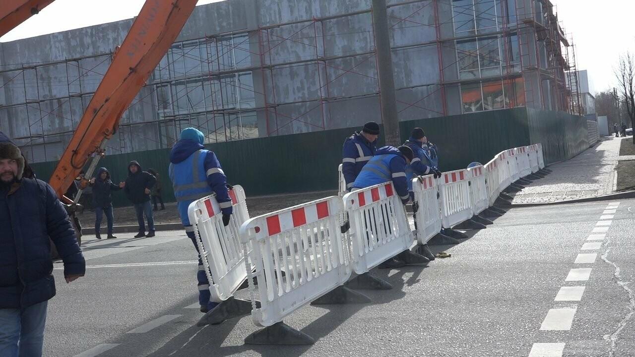 Регулярно раз в год. В Мариуполе на Митрополитской снова масштабная авария на канализационном коллекторе, фото-10