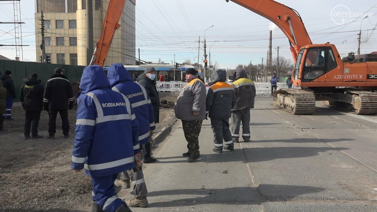 Регулярно раз в год. В Мариуполе на Митрополитской снова масштабная авария на канализационном коллекторе, фото-21