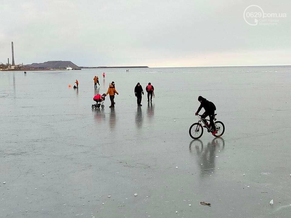 Мариупольцы выезжают на лед на коньках, велосипедах и даже с колясками,- ФОТО, фото-4