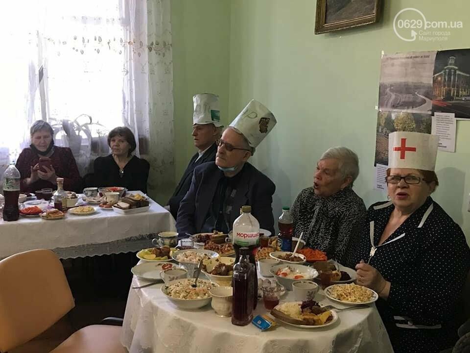 """В  Мариуполе  пенсионеры в """"папахах"""" встретили 23 февраля,- ФОТО, фото-2"""