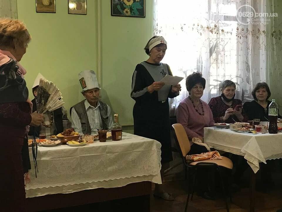 """В  Мариуполе  пенсионеры в """"папахах"""" встретили 23 февраля,- ФОТО, фото-1"""
