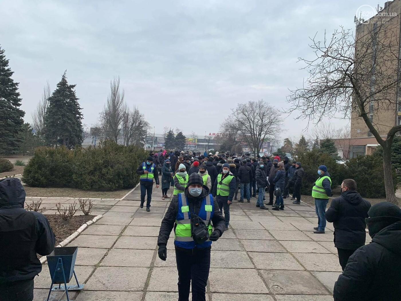 В Мариуполе стартовала сессия горсовета: работники СРЗ устроили митинг, - ФОТО, фото-9