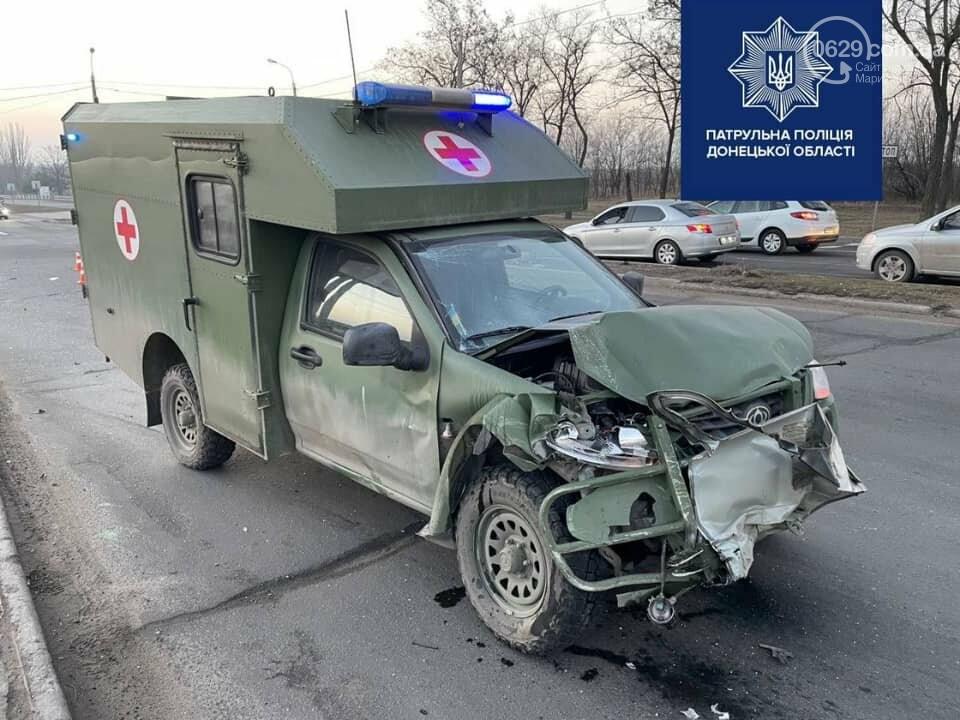 В Мариуполе на улице Флотской автомобиль медиков столкнулся с легковушкой, - ФОТО, фото-6